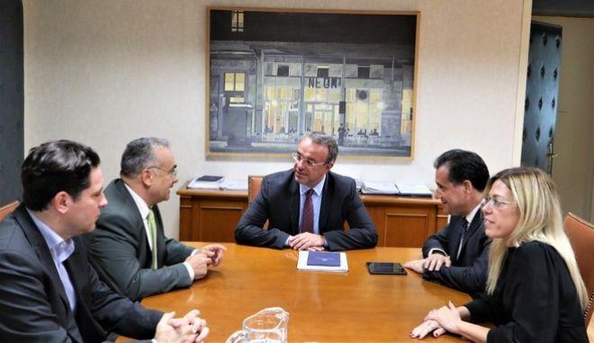 Συνάντηση υπουργού Ανάπτυξης και Επενδύσεων, κ. Άδωνις Γεωργιάδης, με τον Υπουργό Οικονομικών, κ.Χρήστο Σταϊκούρα και τον Πρόεδρο του Δικηγορικού Συλλόγου Αθηνών, κ. Δημήτρη Βερβεσό.