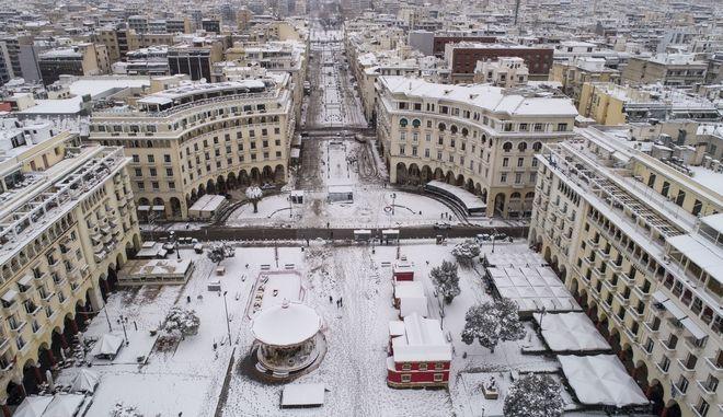 Αεροφωτογραφία από τη χιονισμένη Θεσσαλονίκη