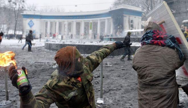 Ουκρανία: Το Κίεβο καίγεται - Πέντε νεκροί και αιματηρές συγκρούσεις. Τελεσίγραφο της αντιπολίτευσης στην κυβέρνηση Δείτε live εικόνα