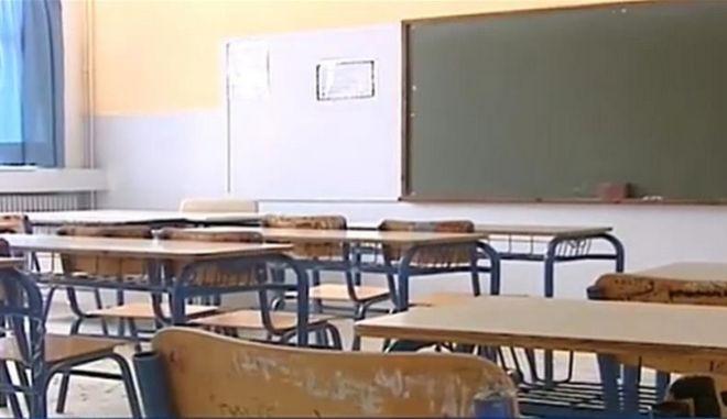 """Σάλος με τον καθηγητή στη Ρόδο που κλείδωσε 9χρονο στην τάξη: """"Ούρλιαζε αλλά δεν του άνοιξε κανείς"""""""