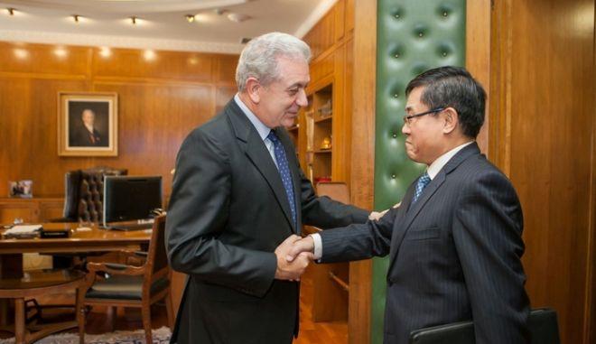 Συνάντηση ΥΕΘΑ Δημήτρη Αβραμόπουλου με τον Πρέσβη της Λαϊκής Δημοκρατίας της Κίνας