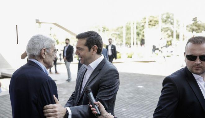 Ο πρωθυπουργός Αλέξης Τσίπρας στη συνάντησή του με τον Γιάννη Μπουτάρη