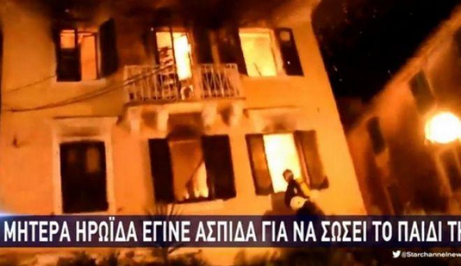 Κέρκυρα: Σοβαρή ζημιά στα μάτια η ηρωίδα που έσωσε το παιδί της από τη φωτιά