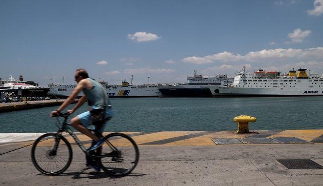 Στιγμιότυπο απο το Λιμάνι του Πειραιά