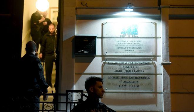 Άγνωστοι δολοφόνησαν εν ψυχρώ τον δικηγόρο Μιχάλη Ζαφειρόπουλο μέσα στο γραφείο του στην οδό Ασκληπιού στα Εξάρχεια,(ΕΙΚΟΝΕΣ ΑΠΟ ΕΧΘΕΣ ΤΟ ΒΡΑΔΥ) Παρασκευή 13 Οκτωβρίου 2017