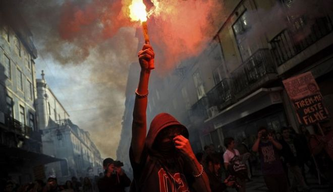 Χιλιάδες Πορτογάλοι στους δρόμους κατά της λιτότητας