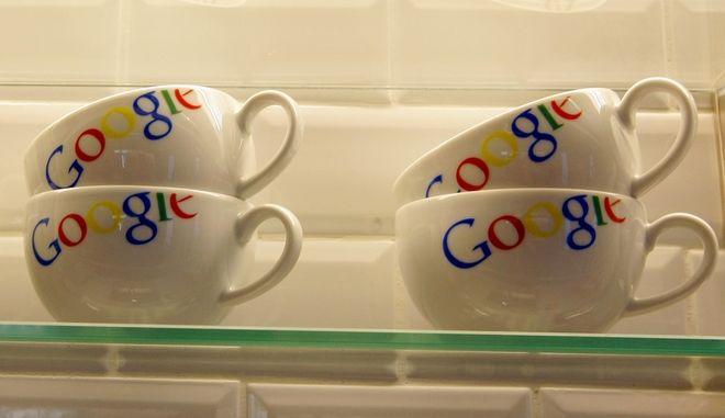 Κούπες που φέρουν το λογότυπο της Google