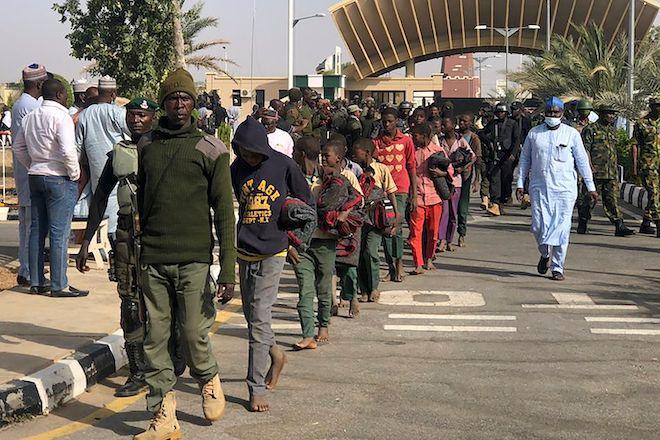 Ομάδα μαθητών μετά την απελευθέρωσή τους, από την Μπόκο Χαράμ, 18 Δεκεμβρίου 2020 στην Κατσίνα της Νιγηρίας