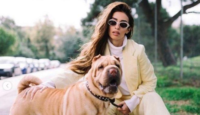 Η Ελένη Φουρέιρα με τον σκύλο της