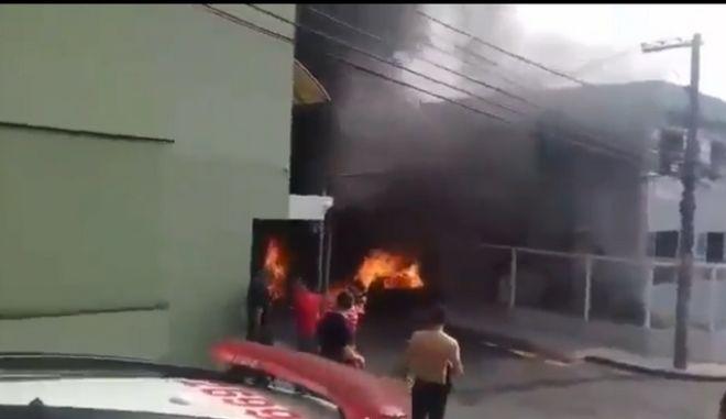 Βραζιλία: Συντριβή αεροσκάφους σε δρόμο - Τουλάχιστον 3 νεκροί