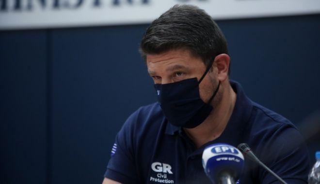 Ο Νίκος Χαρδαλιάς σε ερώτηση του NEWS 24/7 άφησε σαφέστατες αιχμές για όσα κυβερνητικά στελέχη επιδεικνύουν την πίστη τους, μη τηρώντας τους κανόνες ασφαλείας