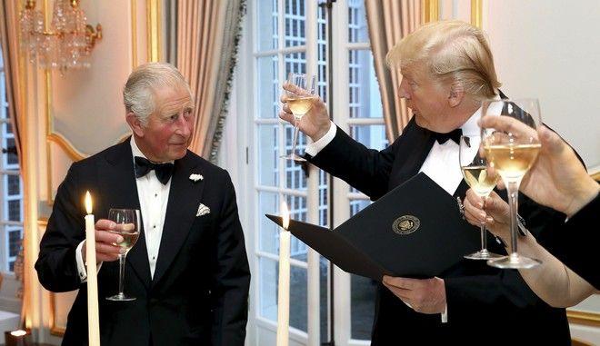 """Ο Τραμπ είχε μια """"μακρά συζήτηση"""" με τον πρίγκιπα Κάρολο για την κλιματική αλλαγή"""
