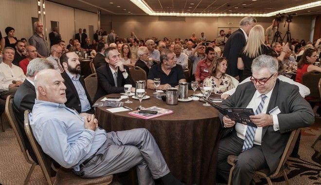 Στιγμιότυπο από το συνέδριο υπό τον τίτλο «e-Κύκλος - Η Ελλάδα μετά III, η ανασύσταση της μεσαίας τάξης», κατά την ομιλία του Ευάγγελου Βενιζέλου. Από αριστερά διακρίνονται ο κ.Γιώργος Βερνίκος, ο κ.Συμεών Τσομόκος, ο γενικός διευθυντής Ενημέρωσης του Ομίλου της 24Media κ.Μάνος Χωριανόπουλος, ο ιδρυτής και πρόεδρος της 24MEDIA κ.Δημήτρης Μάρης και ο κ.Δημήτρης Κούρκουλας.