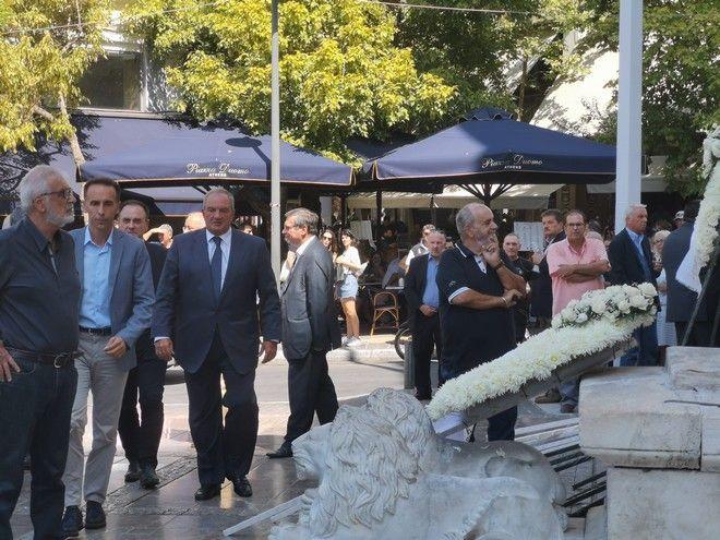 Ο πρώην πρωθυπουργός Κώστας Καραμανλής στην κηδεία του Αντώνη Λιβάνη