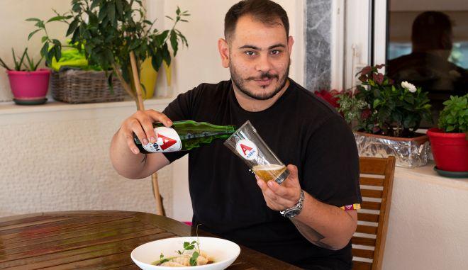 """Για τον Χρήστο Γλωσσίδη, καλή παρέα και παγωμένη μπύρα είναι η """"σπεσιαλιτέ"""" κάθε σωστού οικοδεσπότη"""