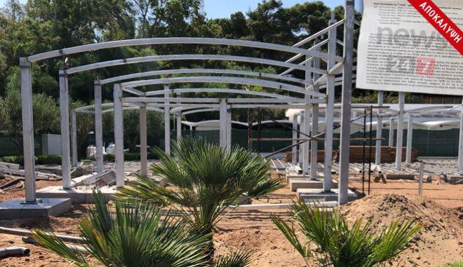 Η πλαζ του Αστέρα της Βουλιαγμένης και η αυθαίρετη κατασκευή στην παραλία