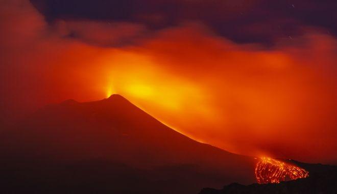 Φαντασμαγορικό στιγμιότυπο από την έκρηξη του Αυγούστου
