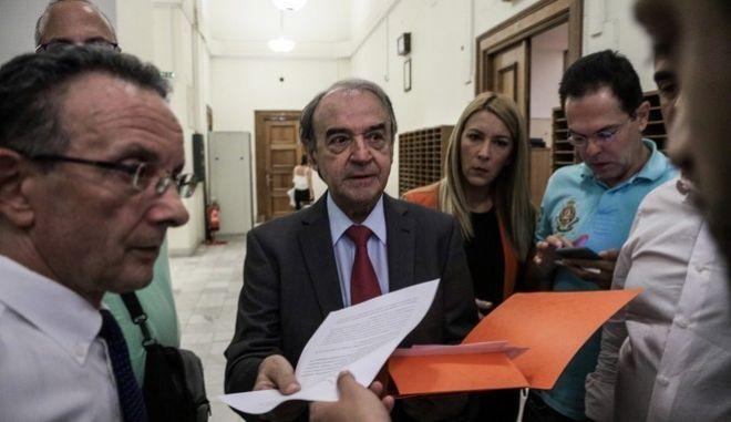 Ο συνήγορος υπεράσπισης του πρώην αναπληρωτή υπουργού, Δημήτρης Τσοβόλας στην Βουλή