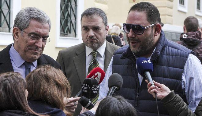Ο τραγουδιστής Στέλιος Διονυσίου στο Αυτόφωρο Μονομελές Πλημμελειοδικείο της Αθήνας την Παρασκευή 9 Φεβρουαρίου 2018. Στον τραγουδιστή έχει ασκηθεί ποινική δίωξη για τα πλημμελήματα της εξύβρισης, της επικίνδυνης σωματικής βλάβης και της απείθειας μετά από επεισόδιο που είχε με τροχονομό. Ο αστυνομικός κατέθεσε μήνυση σε βάρος του υποστηρίζοντας ότι τον χτύπησε με τον καθρέφτη του αυτοκινήτου του όταν δεν του επέτρεψε να περάσει από την κορδέλα που είχε τοποθετηθεί για να κλείσει η Βασιλίσσης Σοφίας. (EUROKINISSI/ΣΩΤΗΡΗΣ ΔΗΜΗΤΡΟΠΟΥΛΟΣ)