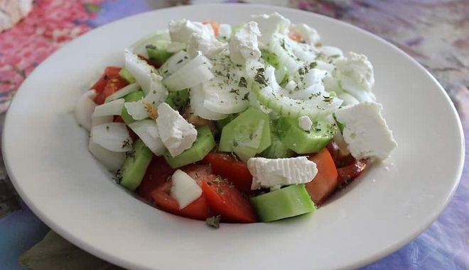 Χανιά: Του χρέωσαν το λάδι στη σαλάτα