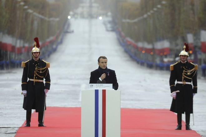 Ο Εμανουέλ Μακρόν κατά την εκφώνηση της ομιλίας του για τα 100 χρόνια από τη λήξη του Α' Παγκοσμίου Πολέμου