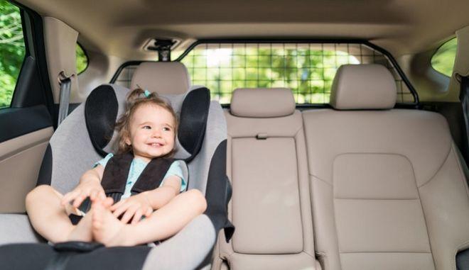 Μωρό σε κάθισμα ασφαλείας
