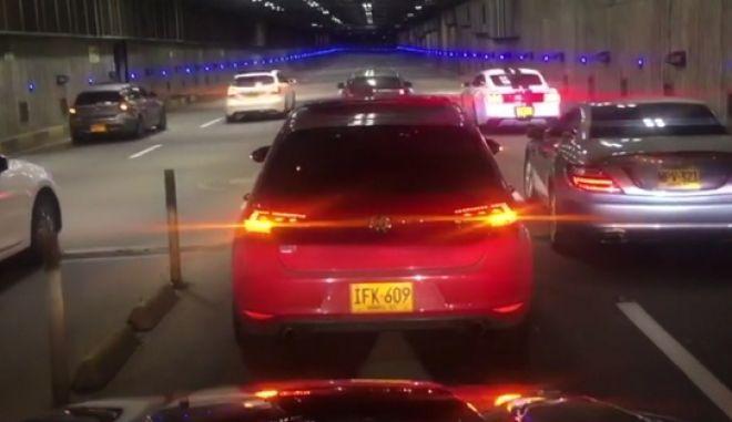 Dashcam: Κόντρα σε τούνελ οδηγεί σε ατύχημα. Σώθηκαν από θαύμα