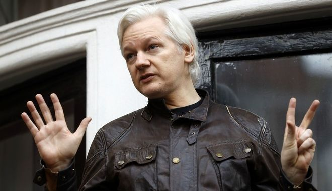 Julian Assange greets supporters outside the Ecuadorian embassy in London, Friday May 19, 2017. Sweden's top prosecutor says she is dropping an investigation into a rape claim against WikiLeaks founder Julian Assange after almost seven years. Assange took refuge in Ecuador's embassy in London in 2012 to escape extradition to Sweden to answer questions about sex-crime allegations from two women. (AP Photo/Frank Augstein)