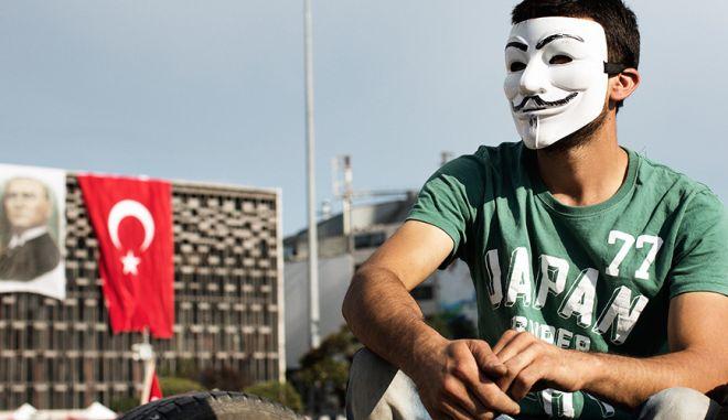 """Οι Anonymous κήρυξαν """"πόλεμο"""" στην Τουρκία"""