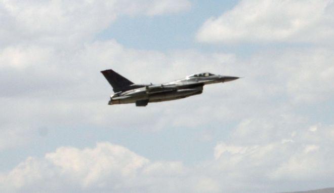 Τουρκικό F-16 απογειώνεται από το αεροδρόμιο της πόλης Κόνια, στην Τουρκία, κατά τη διάρκεια άσκησης με βρετανικά και αμερικανικά πολεμικά αεροσκάφη (AP Photo/Selcan Hacaoglu)