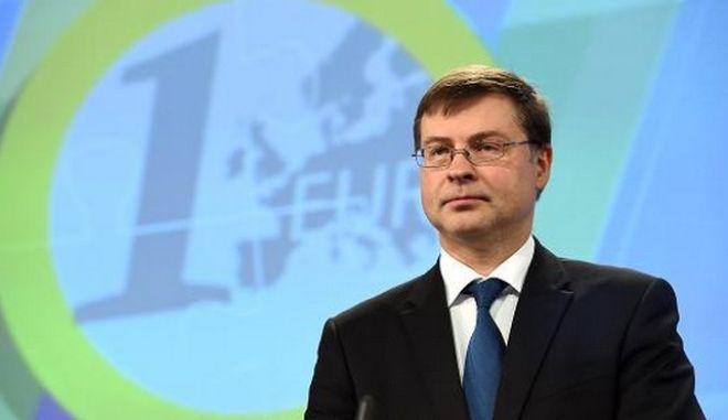 Ντομπρόβσκις: Δεν συζητάμε για Brexit πριν ξεκινήσει η επίσημη διαδικασία διαζυγίου