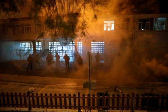 Ένταση και χημικά τα ξημερώματα στο λιμάνι της Μυτιλήνης μεταξύ αστυνομίας και κατοίκων