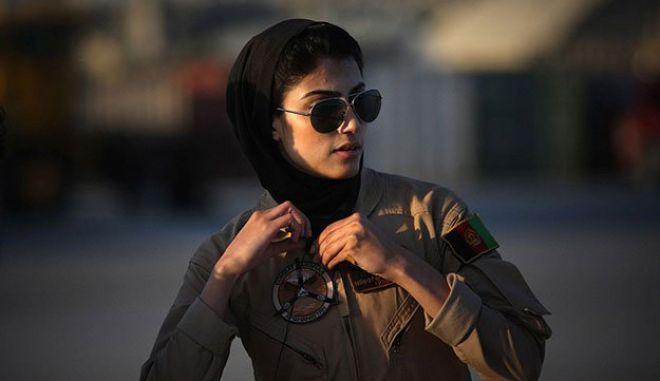 Αφγανιστάν: Άσυλο στις ΗΠΑ ζήτησε η πρώτη γυναίκα πιλότος της πολεμικής αεροπορίας