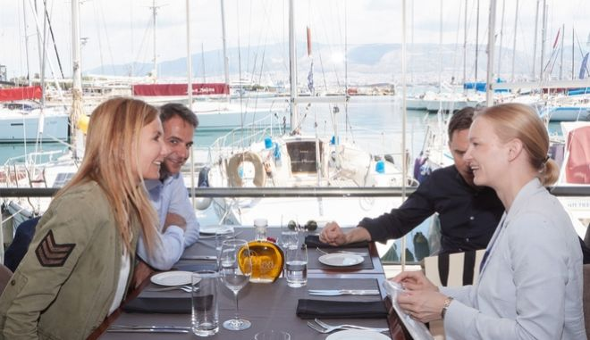 Γεύμα Μητσοτάκη- Κατάινεν μετά συζύγων με φόντο το Brexit