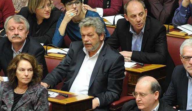 Βουλευτής του ΣΥΡΙΖΑ βάζει τρικλοποδιά στην Κυβέρνηση