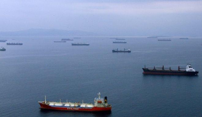 Εμπορικά πλοία ανοιχτά του Πειραιά