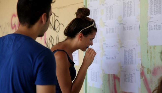 ΑΘΗΝΑ-Αναρτήθηκαν σε όλα τα Λύκεια της χώρας οι πίνακες με τις βαθμολογίες των υποψηφίων που συμμετείχαν στις Πανελλαδικές Εξετάσεις.( EUROKINISSI-ΓΕΩΡΓΙΑ ΠΑΝΑΓΟΠΟΥΛΟΥ)