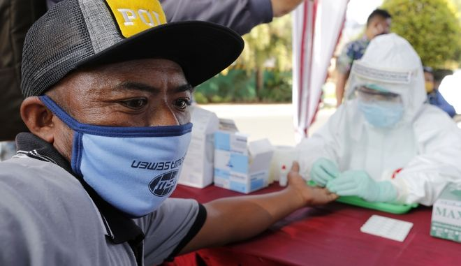 Εξέταση για κορονοϊό στην Ινδονησία