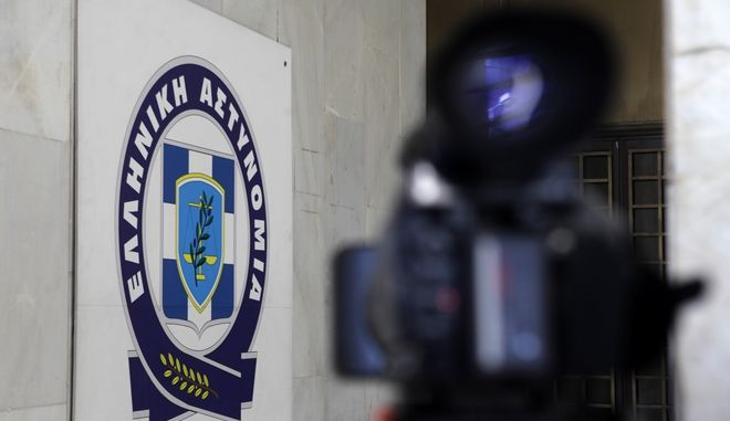 Μεταγωγή του Χρήστου Παππά στα δικαστήρια της Ευελπίδων το απόγευμα της Κυριακής 29 Σεπτεμβρίου 2013. Τον έκτο από τους συλληφθέντες βουλευτές της Χρυσής Αυγής συνόδευαν άνδρες των ΕΚΑΜ, με κουκούλες full face και όπλα στα χέρια. (EUROKINISSI/ΓΕΩΡΓΙΑ ΠΑΝΑΓΟΠΟΥΛΟΥ)