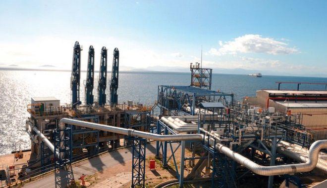 Σε 4 νησιά και στην Πάτρα 'πάνε' το αέριο ΔΕΠΑ και ΔΕΗ