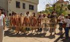 Αγρίνιο: Στον ανακριτή ο ιερέας που κατηγορείται για βιασμό ανήλικης - Πλήθη τον γιούχαραν