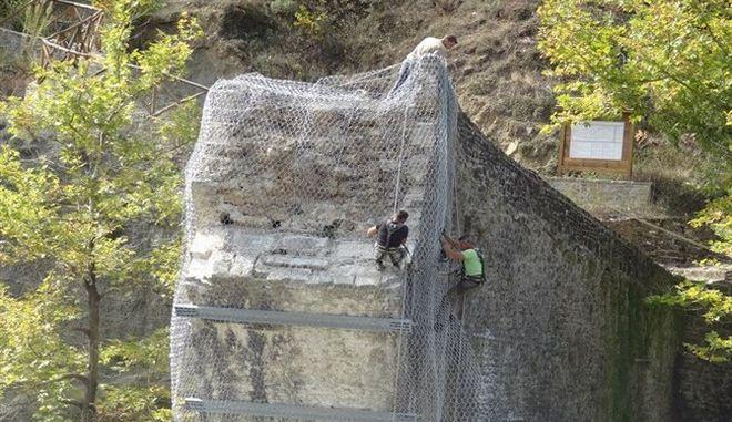 'Ζωντάνεψε' ξανά το Γεφύρι της Πλάκας