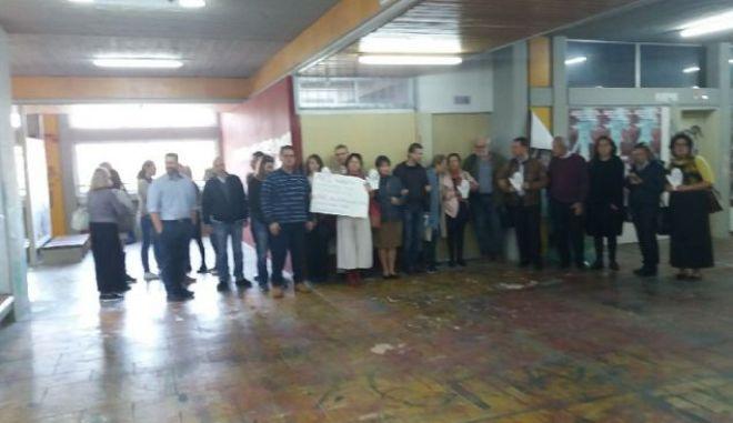 Φιλοσοφική: Ο Ρουβίκωνας κατέλαβε το στέκι μετά την πρωινή αλυσίδα των καθηγητών