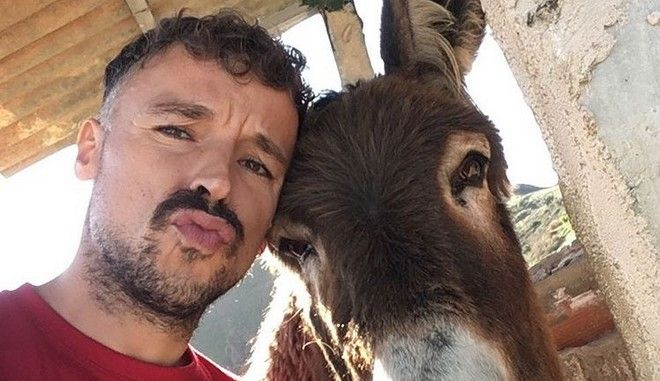 Η επανένωση Ισπανού με τον γάιδαρό του είναι ό,τι πιο συγκινητικό θα δεις σήμερα
