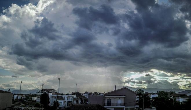Καταιγίδα πάνω από την πόλη των Τρικάλων