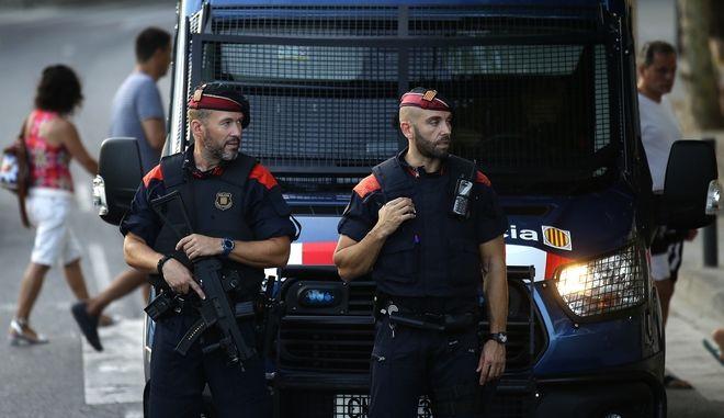 Αστυνομικοί στη Βαρκελώνη