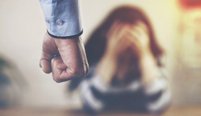 """ΣΥΡΙΖΑ: """"Καμπανάκι"""" για αύξηση κρουσμάτων οικογενειακής βίας λόγω καραντίνας"""