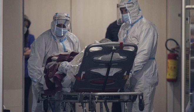 Μεταφορά ασθενούς με Covid από δημόσιο σε ιδιωτικό νοσοκομείο.