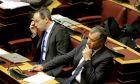 Ο Σταύρος Θεοδωράκης στη Βουλή δίπλα του ο Γιώργος Μαυρωτάς