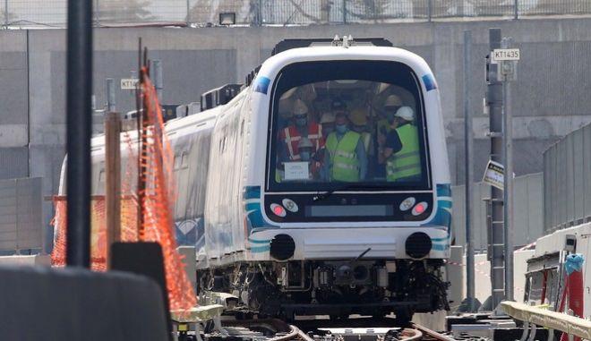 Ο υπουργός Μεταφορών στο μετρό της Θεσσαλονίκης